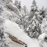 Снег и камень