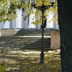 Осень у театра